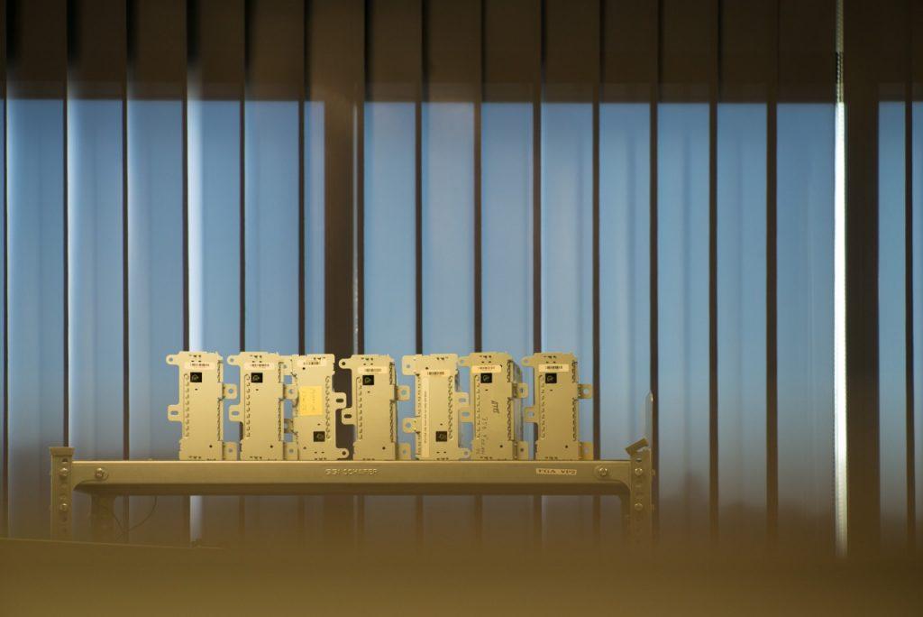 Mikroprozessoren und Telematik-Module werden in Wetzlar auf Herz und Nieren geprüft.